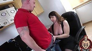 Amateur mature Sara in lingerie and stockings having nice sex