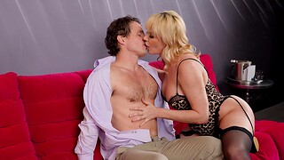 Natural boobs blondie Dana Dearmond gets fucked by a extended locate