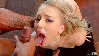 Hot blonde chick Kira Crawl spreads her trotters to be fucked in the ass